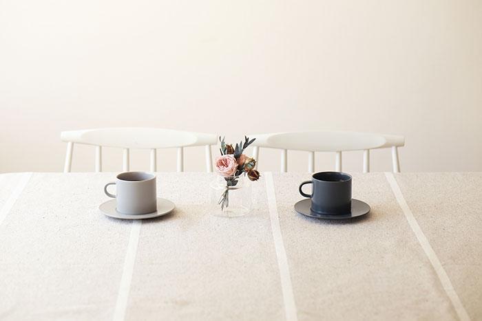 「KURA」のENAシリーズに、プレートに合うカップとソーサーが新登場。母の日限定ギフトセットも!
