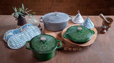 フランス製鋳物ホーロー鍋のstaub(ストウブ)が、ミナペルホネンとコラボ!