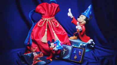 11/18はミッキーマウスの誕生日。本日(11/12)よりミッキーバースデー記念・ファンタジアグッズが発売開始。初のモレスキンとの共同企画品やDaichi Miuraのアイテムも!