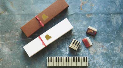 ドライフルーツがごっろごろ!ピアノ風の形がかわいい大人向けのようかん、「ジャズ羊羹」の冬季限定味が予約受付中!