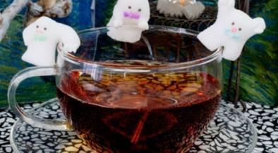 溶かしたくないけど溶かしたい…!ハロウィン仕様のコップのフチにはさめるシュガー
