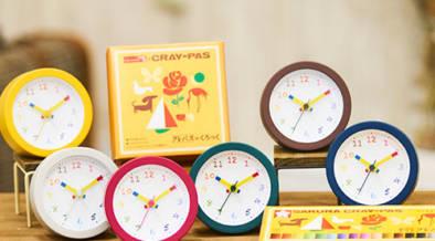 全20色展開!長針と短針がクレパス型の「クレパス柄くろっく」が本日(2/22)全国一斉発売開始
