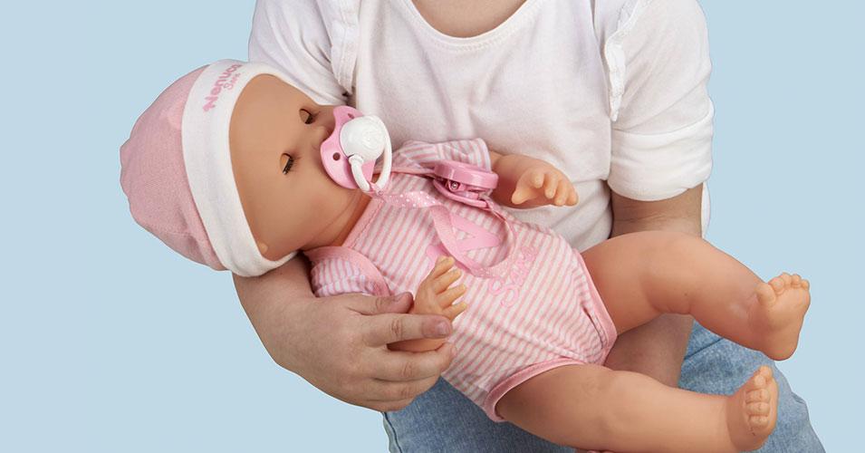 泣くわよだれ吹くわおむつかぶれするわ。手がかかりすぎる赤ちゃん人形登場