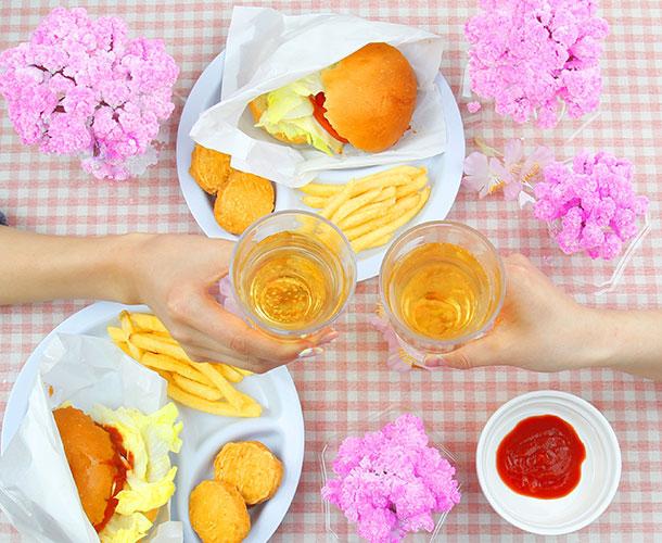 卓上でお花見が楽しめちゃう!お水を注ぐだけで育つ不思議な桜