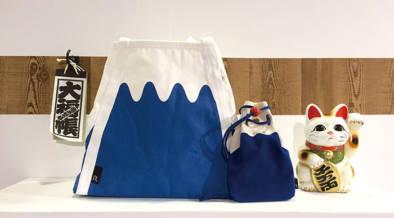 エコバッグをプチギフトにできちゃうルートートの「エコ年賀」。縁起のいいモチーフのバッグも発売中。